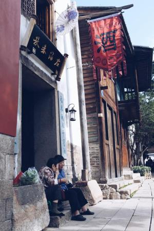 Young Professional, Being a Professional in China, Chinese Media, Professional Career, Travel Blogger, Travel Photographer, Discover China, Job Market in China, Chinese Work Ethics