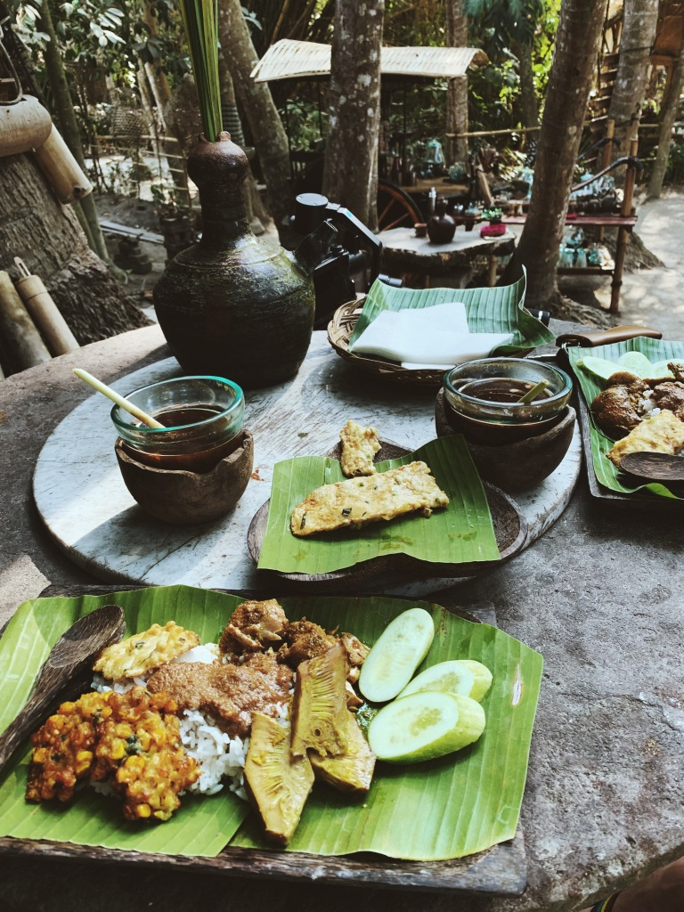 Lunch cooked by mud fighters community